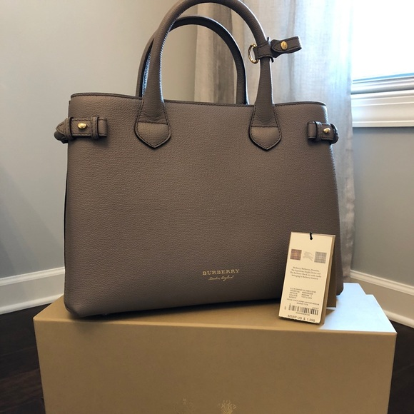 6b2edd82bcac New Burberry Medium Banner Check Tote